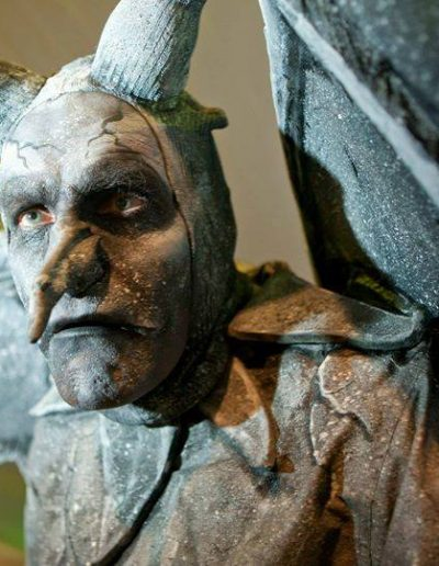 gargoyle living statue human statue for hire